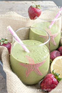 picture of a strawberry lemonade green smoothie