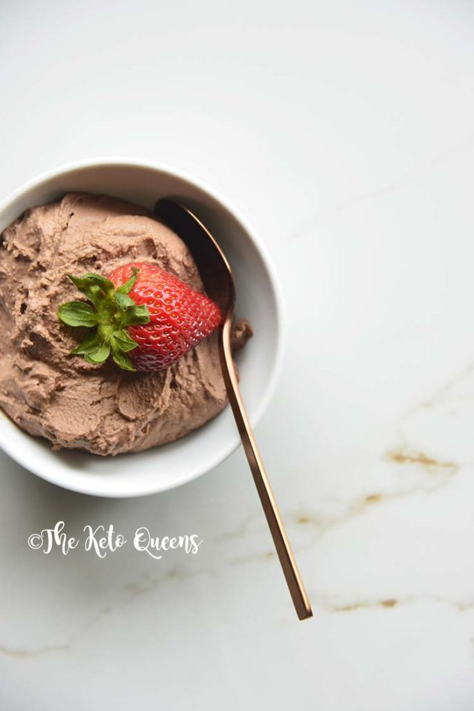 Easy Keto Chocolate Mousse Recipe. We love this low carb chocolate mousse because it's super easy to make and has minimal ingredients! PLUS is doesn't use a sugar free pudding mix like other chocolate mousse recipes.