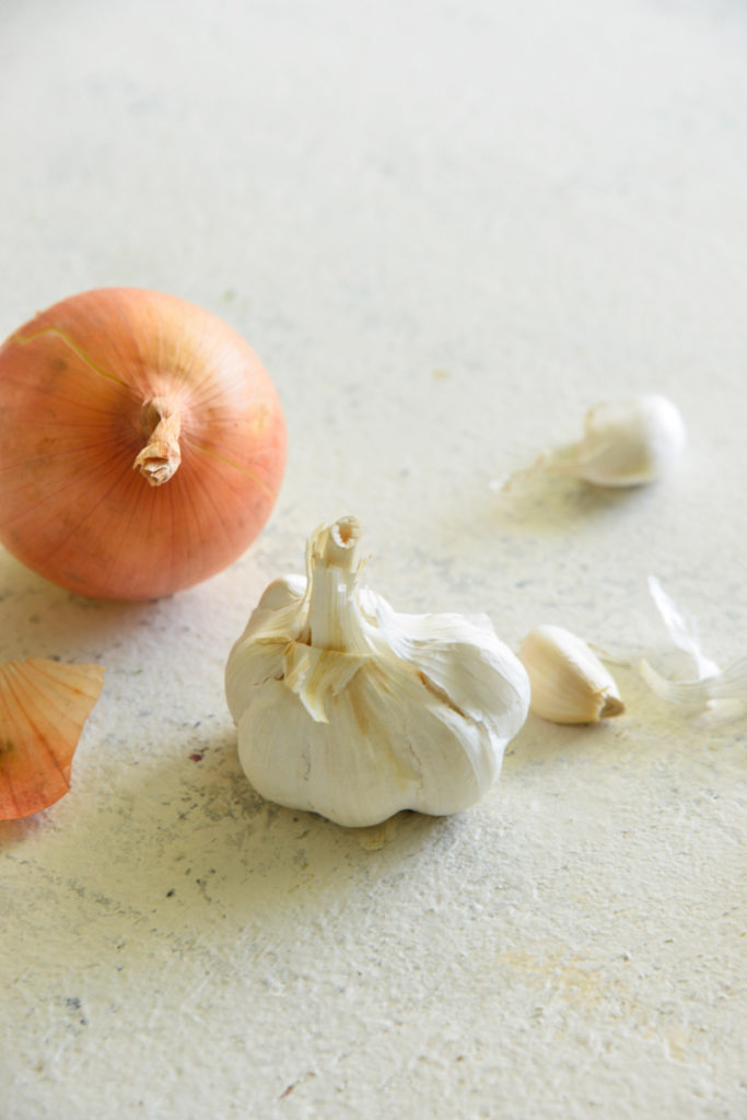 image of garlic and onions